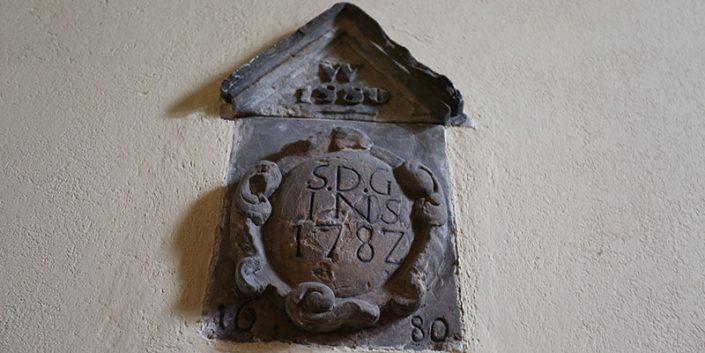 Grundstein oder Scheitelstein der VILLA WEISS mit Jahreszahlen1680, 1782, 1880