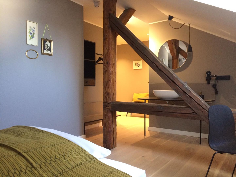 Zimmer im Dachgeschoss, VILLA WEISS, Hotel mit Musik