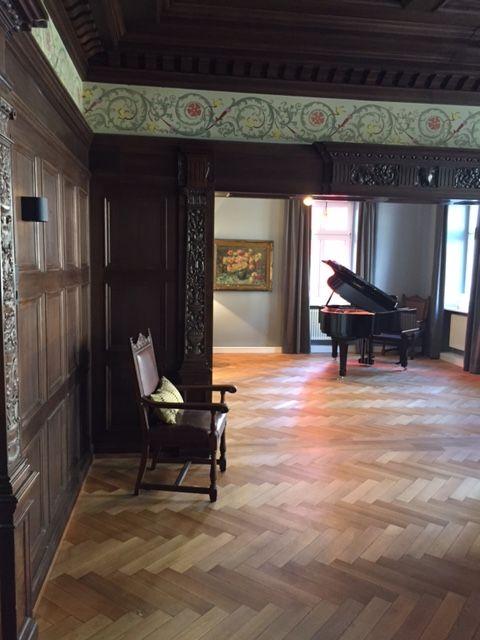 Blick in den Konzertsaal mit Flügel, VILLA WEISS, Hotel mit Musik