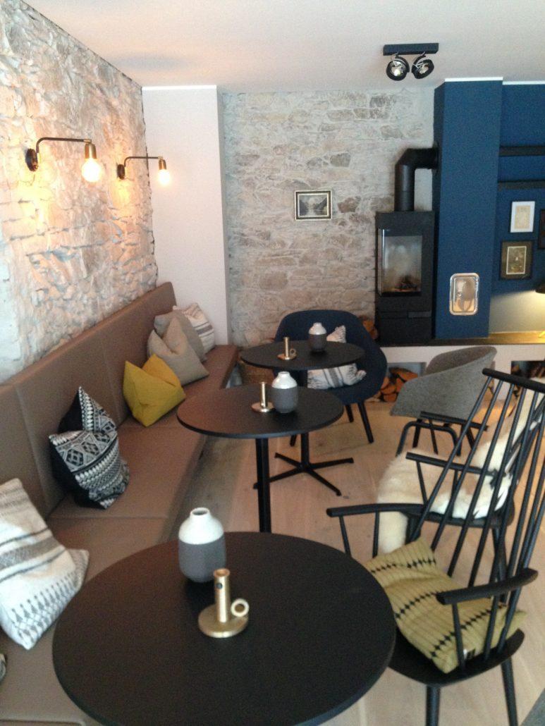 fr hst cksraum villa weiss hotel mit musik. Black Bedroom Furniture Sets. Home Design Ideas
