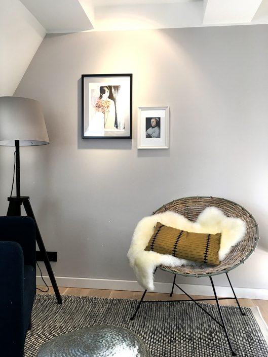 gemütliche Sitzecke in einem Zimmer der VILLA WEISS, Hotel mit Musik